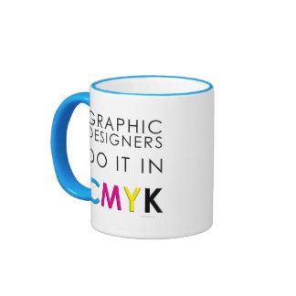 Los diseñadores gráficos lo hacen en CMYK Taza A Dos Colores