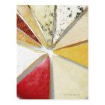 Los diversos pedazos de queso que se asemejan a postales