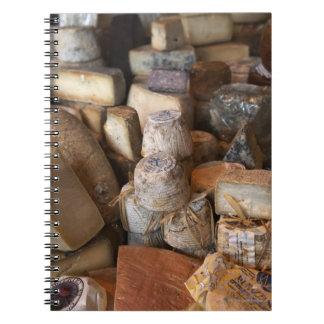 Los diversos quesos en mercado atascan, marco libro de apuntes con espiral