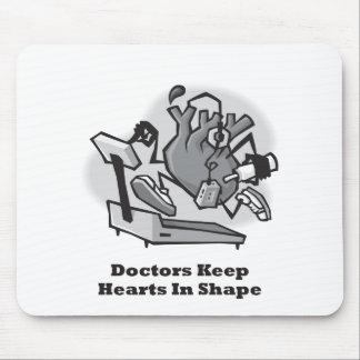 Los doctores Keep Hearts forma Alfombrilla De Ratón