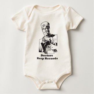 Los doctores Keep Records Body Para Bebé
