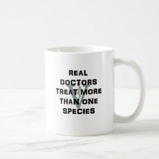 Los doctores reales Treat Más Que una especie Tazas De Café