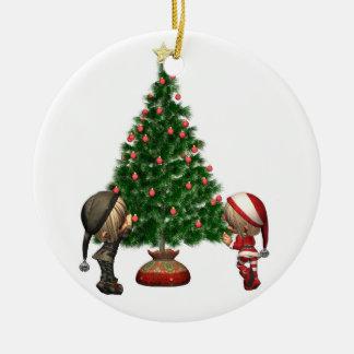 Los duendes del navidad - adorne el árbol adorno navideño redondo de cerámica