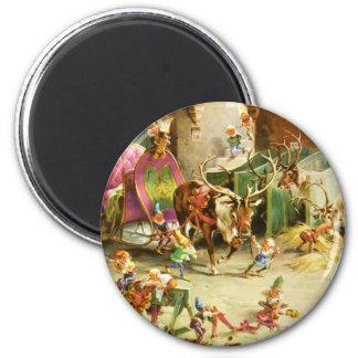 Los duendes y el reno de Santa en su establo de Po Imán Redondo 5 Cm