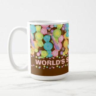 Los dulces del caramelo de la mamá del mundo y la  taza básica blanca