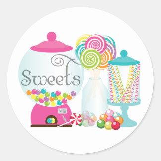 Los dulces para la tabla del postre tratan el arco pegatina redonda
