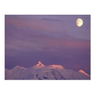 Los E.E.U.U., Alaska, Denali NP. Luna sobre Tarjeta Postal