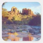 Los E.E.U.U., Arizona, Sedona. Reflejo de la roca Pegatina Cuadrada
