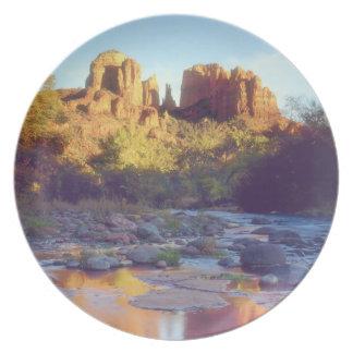 Los E.E.U.U., Arizona, Sedona. Reflejo de la roca  Plato