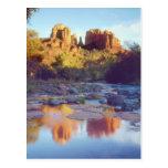 Los E.E.U.U., Arizona, Sedona. Reflejo de la roca Postal