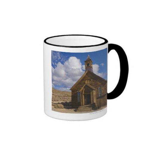 Los E.E.U.U., California, Bodie, iglesia vieja en  Taza