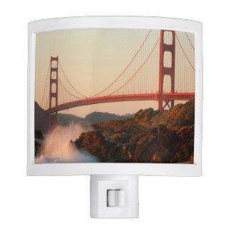 Los E.E.U.U., California. Opinión de puente Golden Luz De Noche