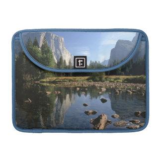 Los E.E.U.U., California, parque nacional de Yosem Fundas Macbook Pro