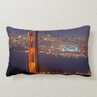 Los E.E.U.U., California. Puente Golden Gate en la Cojín Lumbar