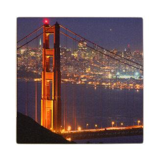 Los E.E.U.U., California. Puente Golden Gate en la Posavasos De Madera