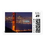 Los E.E.U.U., California. Puente Golden Gate en la Franqueo