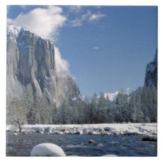 Los E.E.U.U., California, Yosemite NP. El río de M Azulejo Cuadrado Grande