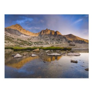 Los E.E.U.U., Colorado, montaña rocosa NP.  Nubes Postal