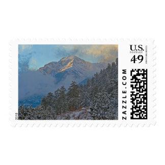 Los E.E.U.U., Colorado, montañas en el parque de Envio