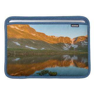 Los E.E.U.U., Colorado, Mt. Evans. Reflexión del Funda MacBook