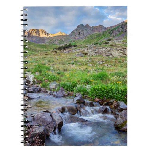 Los E.E.U.U., Colorado. Salida del sol en Cuadernos
