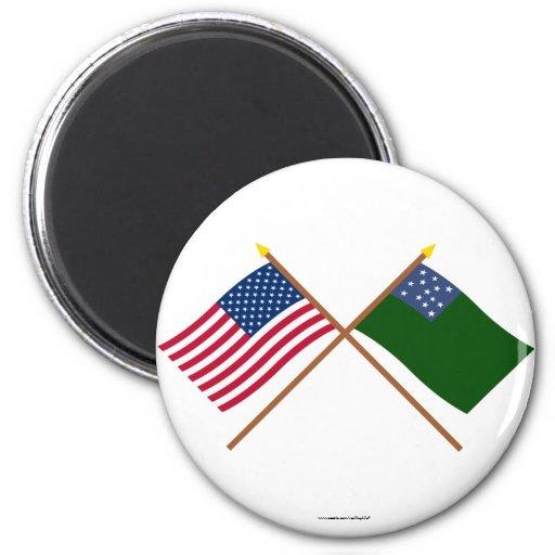Los E.E.U.U. cruzados y banderas verdes de los muc Iman
