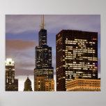 Los E.E.U.U., Illinois, Chicago, rascacielos ilumi Impresiones