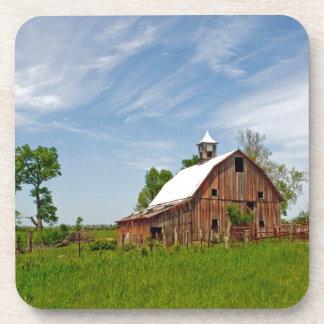 Los E.E.U.U., Kansas. Granero rojo viejo Posavasos