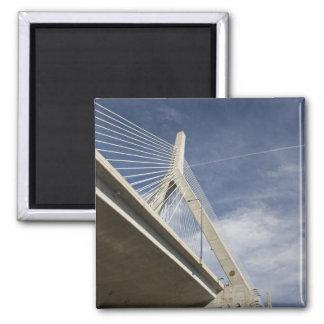 Los E.E.U.U., Massachusetts, Boston. El puente de  Imán Cuadrado