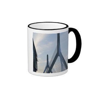 Los E.E.U.U., Massachusetts, Boston. El puente de Taza De Dos Colores