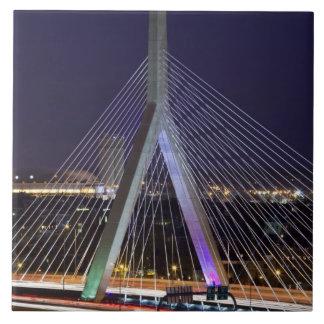 Los E.E.U.U., Massachusetts, Boston. Leonard Zakim Azulejo Cuadrado Grande