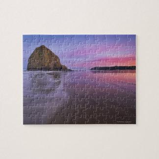 Los E.E.U.U., Oregon, el condado de Clatsop, roca  Puzzle Con Fotos