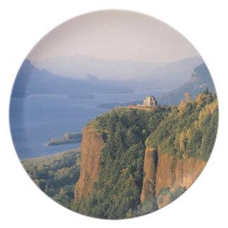 Los E.E.U.U., Oregon, el río Columbia. Puesta del  Plato Para Fiesta