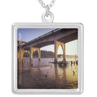 Los E.E.U.U., Oregon, Florencia. Puente de Siuslaw Grimpolas