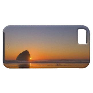 Los E.E.U.U., Oregon, playa con la roca de la pila iPhone 5 Fundas