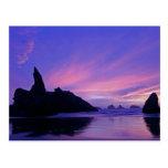 Los E.E.U.U., Oregon, playa de Bandon. Silueta del Tarjetas Postales
