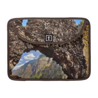 Los E.E.U.U., Oregon. Roca del arco de las edades Funda Para Macbook Pro
