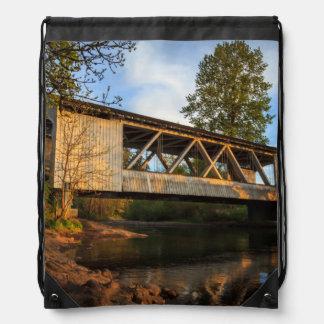 Los E.E.U.U., Oregon, Scio, borde del camino de Mochila