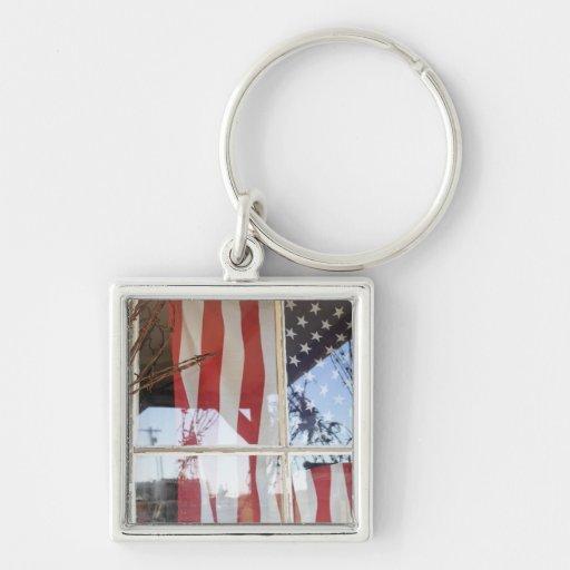Los E.E.U.U., Oregon, Shaniko. Bandera en ventana  Llaveros Personalizados