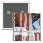 Los E.E.U.U., Oregon, Shaniko. Bandera en ventana  Pins