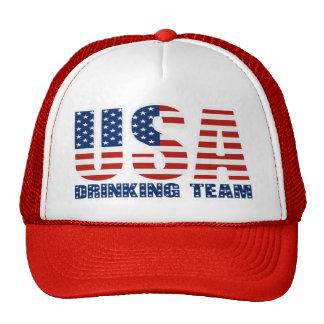 Los E.E.U.U. que beben el gorra del equipo