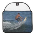 Los E.E.U.U. que practican surf Fundas Macbook Pro