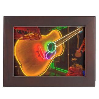 Los E.E.U.U., Tejas, Austin. Guitarra de neón en Caja De Recuerdos