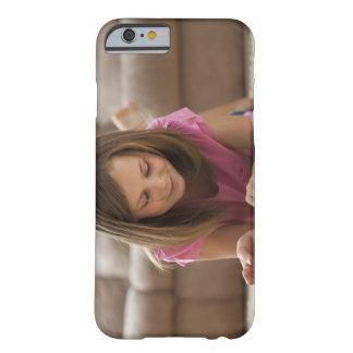 Los E.E.U.U., Utah, Lehi, chica (10-11) que miente Funda Para iPhone 6 Barely There