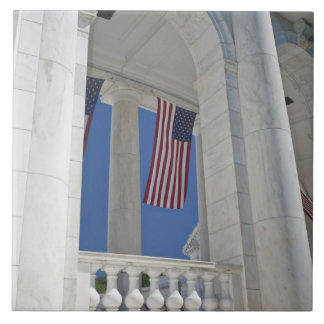 Los E.E.U.U., VA, Arlington. Se cuelgan las bander Azulejo Cuadrado Grande