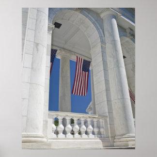 Los E E U U VA Arlington Se cuelgan las bander Posters