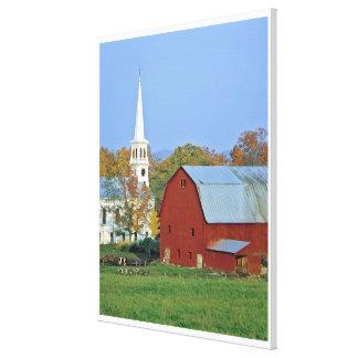 Los E.E.U.U., Vermont, Peacham. Un granero y un bl Lona Estirada Galerias