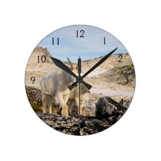 Los E.E.U.U., Washington, gama 2 de la cascada Reloj Redondo Mediano
