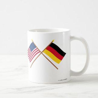 Los E.E.U.U. y banderas cruzadas Alemania Tazas De Café
