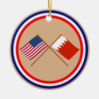 Los E.E.U.U. y banderas cruzadas Bahrein Adorno Navideño Redondo De Cerámica